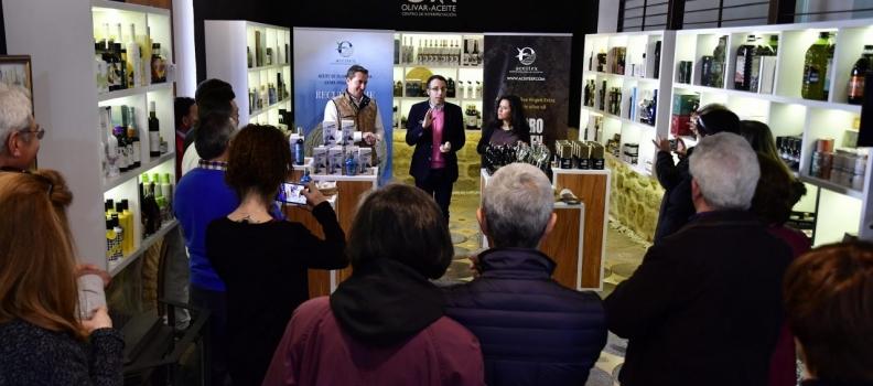 El Centro de Interpretación Olivar y Aceite acoge la presentación, cata y degustación de los AOVEs de la empresa Aceitex