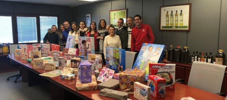 Acesur colabora con más de 200 juguetes en el proyecto de Cruz Roja Juventud
