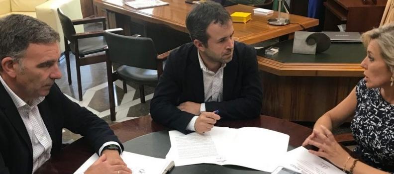 El alcalde de Jaén anuncia su intención de que el Ayuntamiento pertenezca a la Asociación Española de Municipios del Olivo