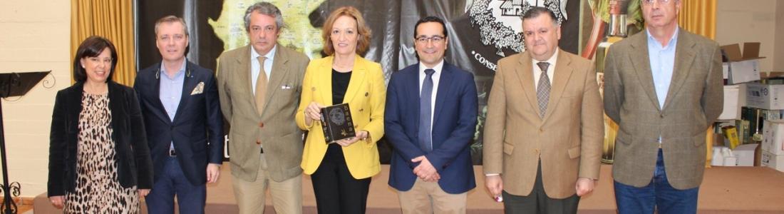 Carmen Ortiz visita Oleícola el Tejar y se reúne con la DOP de Baena