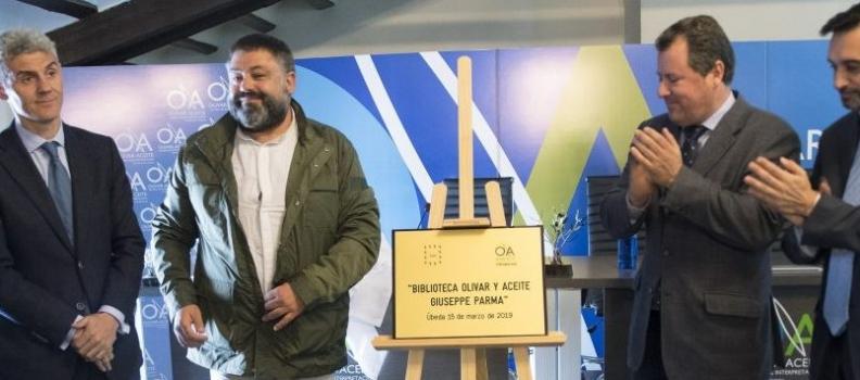 """El Centro de Interpretación Olivar y Aceite inaugura la biblioteca """"Giuseppe Parma"""" con fondos bibliográficos del sector oleícola"""