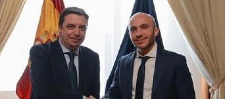 El ministro de Agricultura se reúne con Carrefour España