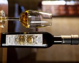 Castillo de Canena presenta Arbequino Amontillado, el primer aceite de oliva virgen extra afinado en barricas de vino de Jerez