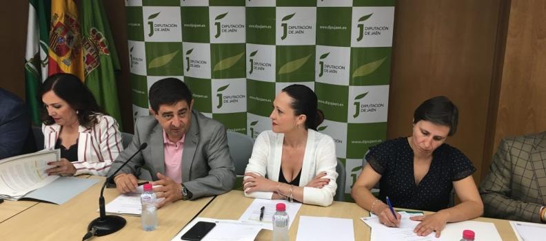 La Junta muestra su apoyo al sector oleícola y avanza que ya trabaja en la revisión del Poolred