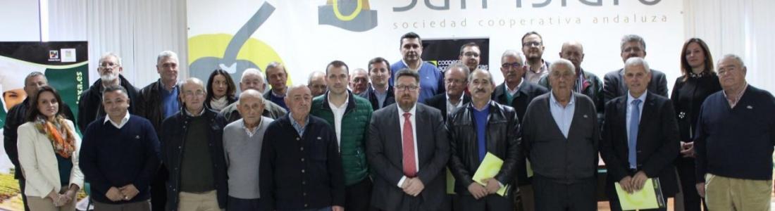 El consejero de Agricultura aplaude el proyecto de integración que llevarán a cabo ocho cooperativas olivareras de Jaén y Granada