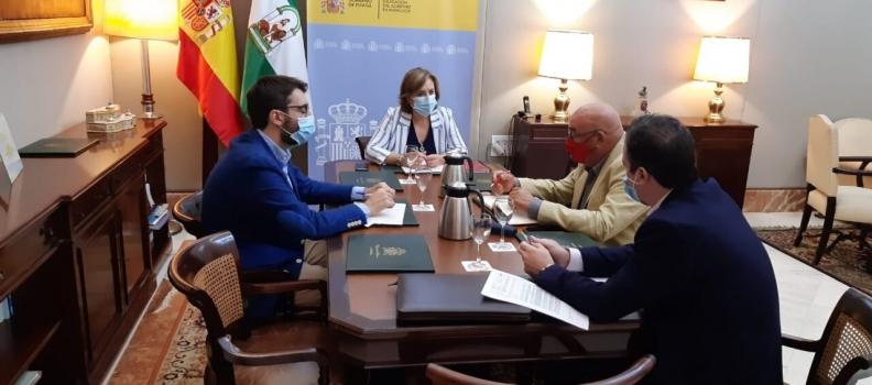 Cooperativas Agro-alimentarias de Andalucía aborda con la Delegación del Gobierno asuntos como la mano de obra en el campo y el acceso al agua