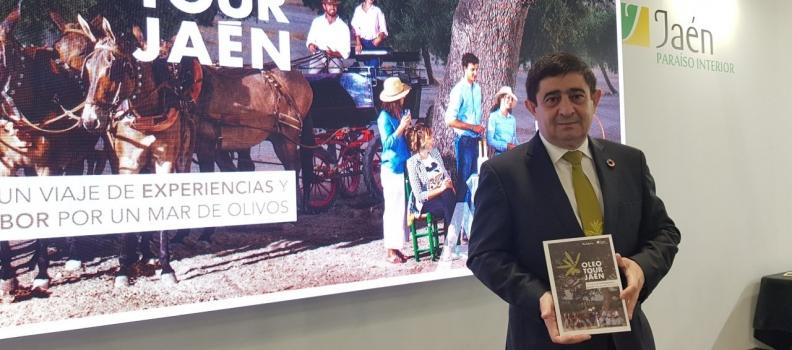 El presidente de la Diputación presenta en Fitur  la nueva guía de OleotourJaén, que recoge los 126 recursos y servicios vinculados al aceite de oliva