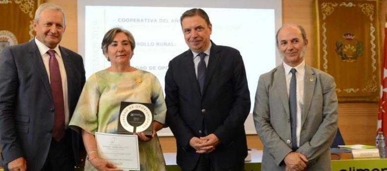 La SCA San Isidro Labrador de Huelma recibe el premio Igualdad de Oportunidades de Cooperativas Agro-Alimentarias
