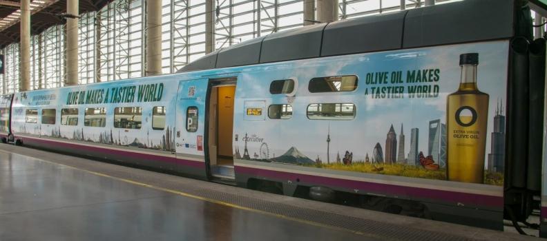 """La Interprofesional y Renfe presentan el AVE vinilado con la imagen de la campaña """"Olive Oil World Tour. Olive Oil Makes a Tastier World"""""""