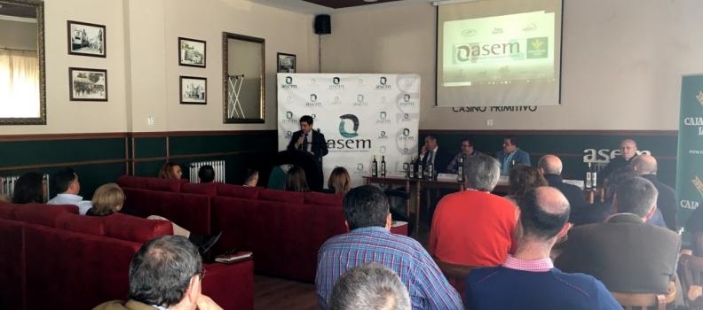 El presidente de la Diputación de Jaén fija la comercialización y la agrupación de la oferta como dos de los principales retos del sector oleícola