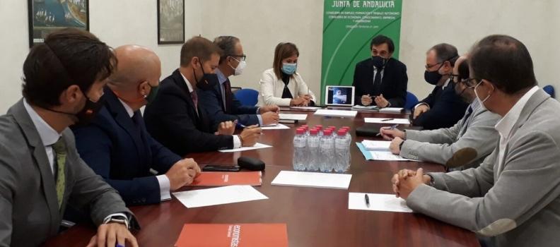Reunión de la Junta y los colegios de Economistas, Gestores y Graduados Sociales para coordinarse en la campaña de la aceituna