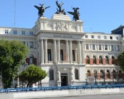 El Gobierno rechaza la decisión de EEUU de mantener los aranceles a los productos españoles y confía que se alcance un acuerdo que revierta la situación