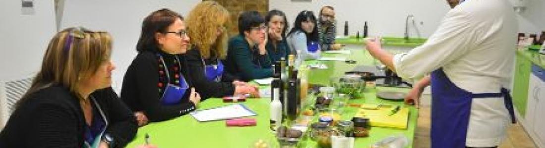 Los vírgenes extra, protagonistas en un nuevo taller de cocina en el Centro Olivar y Aceite