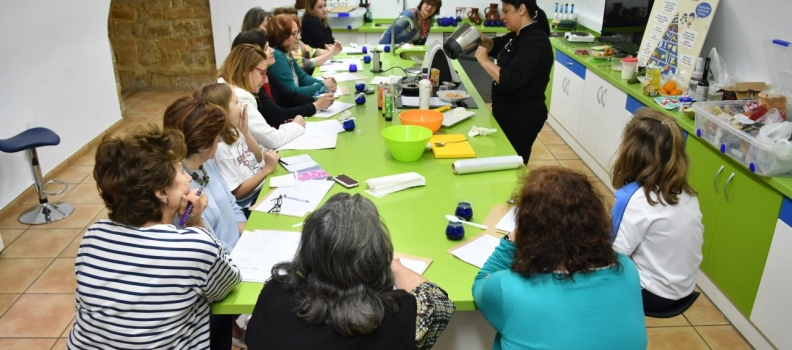 El Centro de Interpretación Olivar y Aceite acoge un curso de cocina impartido por Manuela Molsalve