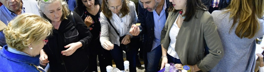 El Centro de Interpretación Olivar y Aceite acoge la presentación y degustación de AOVEs de cosecha temprana