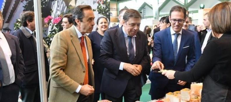 Luis Planas recalca la necesidad de ganar en competitividad para consolidar las exportaciones y abrir nuevos mercados