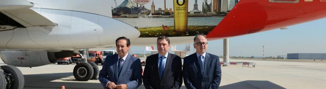 Luis Planas destaca que el aceite de oliva tiene «un futuro prometedor»
