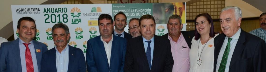 Luis Planas subraya la contribución decisiva de agricultores y ganaderos para mantener la población y los territorios rurales