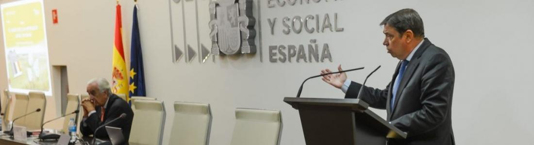 """Luis Planas: """"El relevo generacional, el reconocimiento de la mujer y la adaptación digital son elementos clave para el impulso de la actividad agraria"""""""