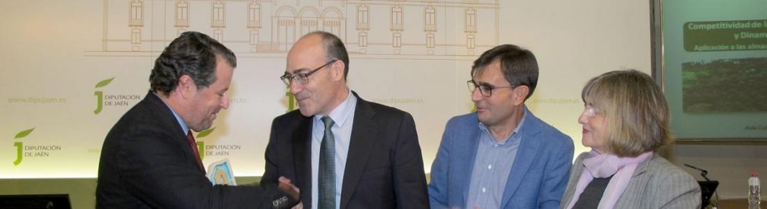 Francisco Sánchez recibe el Premio de Investigación Agraria del IEG por un estudio sobre la competitividad de las almazaras