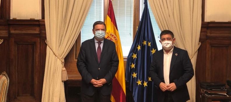 El presidente de la Diputación de Jaén aborda con el ministro de Agricultura el reparto de los fondos de la PAC