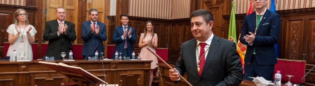 Constituida la nueva Diputación de Jaén, en la que Francisco Reyes inicia su tercer mandato con el compromiso de que el sector oleícola seguirá siendo «nuestro niño mimado»