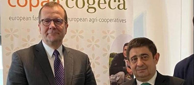 Reyes traslada a la principal agrupación de agricultores y cooperativas de la UE la situación del olivar jiennense