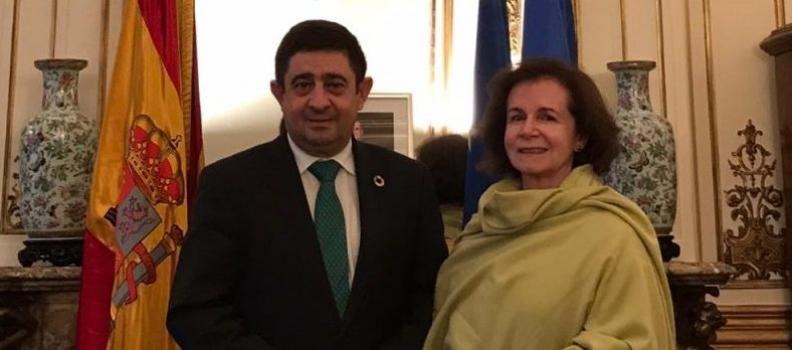 Reyes se reúne con la embajadora de España en Bélgica, la jiennense Beatriz Larrotcha