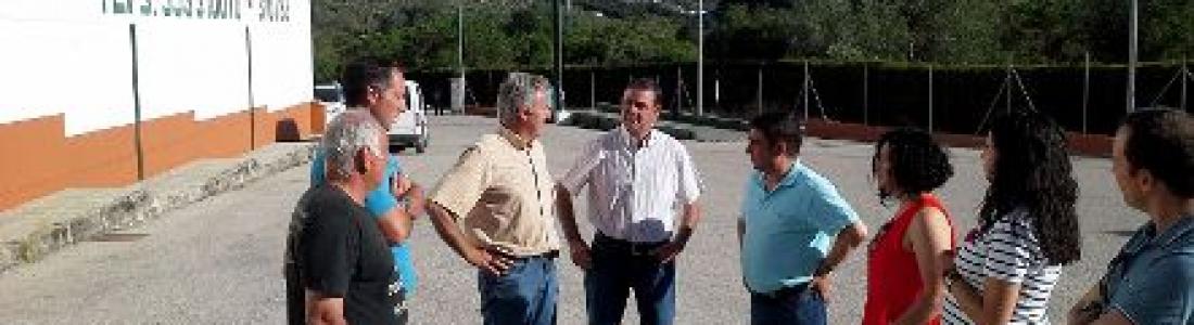 El presidente de la Diputación visita dos cooperativas en Valdepeñas de Jaén