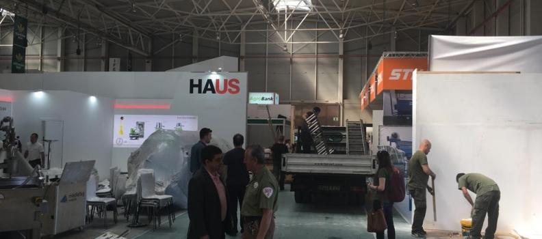 El presidente de la Diputación conoce los últimos preparativos de Expoliva 2019