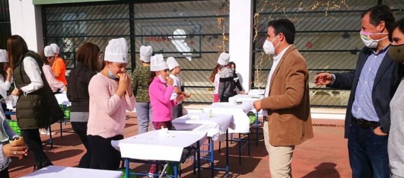UPA promociona el AOVE entre los 180 alumnos del Colegio Zawiya de Aznalcóllar