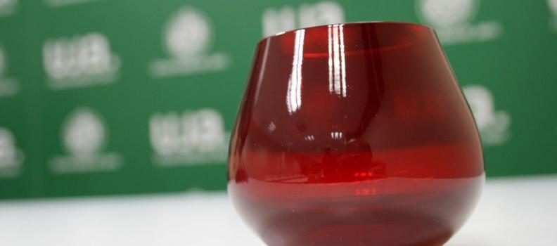 El Comité Oleícola Internacional certifica la copa roja para la cata de aceite de oliva desarrollada por la UJA y Elaia Zait