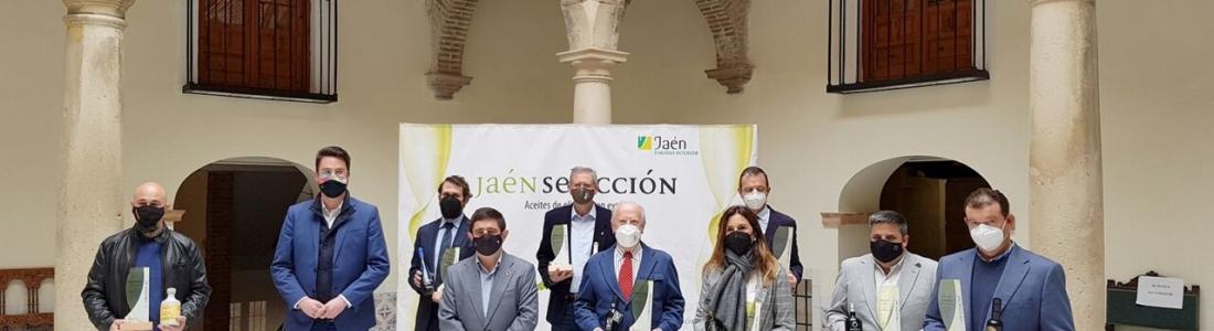 La Diputación entrega los distintivos con los que reconoce a los Jaén Selección 2021 como los ocho mejores AOVEs de la provincia