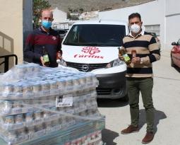 La Fundación Juan Ramón Guillén y Acesur donan casi 1.500 kilos de aceite de oliva y salsas a Cáritas Diocesana en la provincia de Jaén