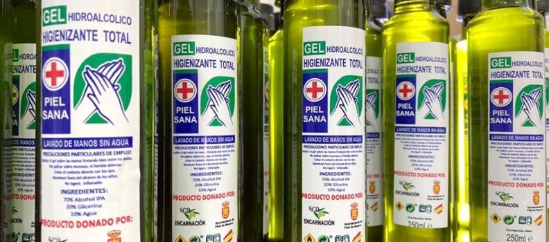 El Ayuntamiento de Peal y la SCA Encarnación elaboran unos 3.000 botes de gel desinfectante para toda la población