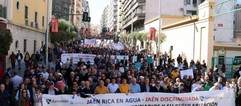 Manifestación de los regantes de Jaén para exigir riegos extraordinarios a la CHG para el olivar