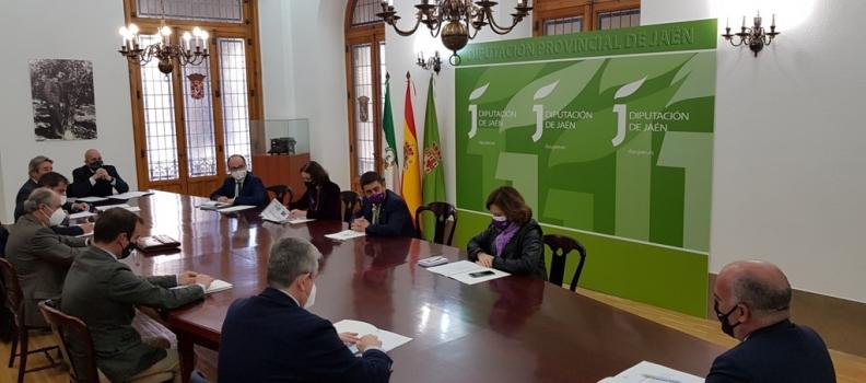 La ministra Maroto se reúne en Jaén con envasadores de aceites de oliva para «reposicionarnos» en el mercado de EE UU tras la suspensión temporal de los aranceles