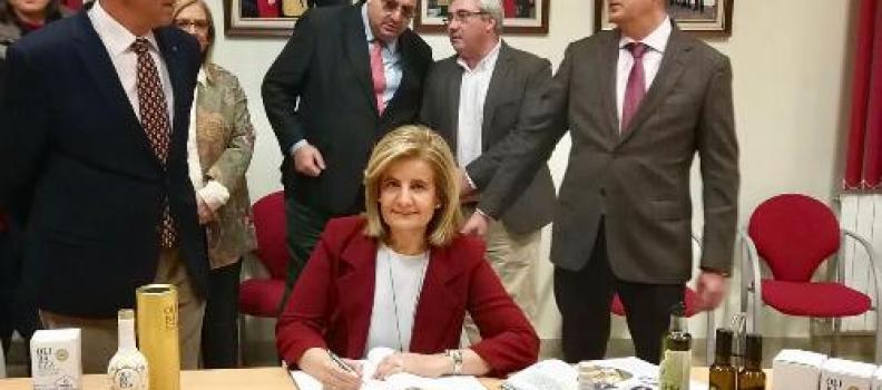 Báñez destaca que la reducción de 35 a 20 peonadas beneficiará directamente a más de 56.000 trabajadores del campo andaluz