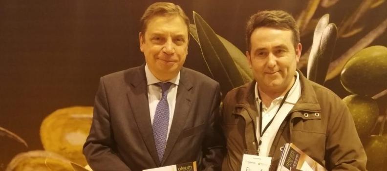El ministro de Agricultura en funciones, Luis Planas, hace balance de la campaña oleícola 2018/2019 para Oleum Xauen