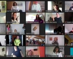 Un centenar de cooperativistas reivindican el Día Internacional de las Mujeres con sus risas
