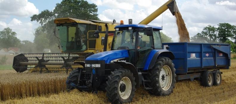 """Planas subraya la """"fuerte apuesta"""" del Gobierno por la modernización de la maquinaria agrícola"""