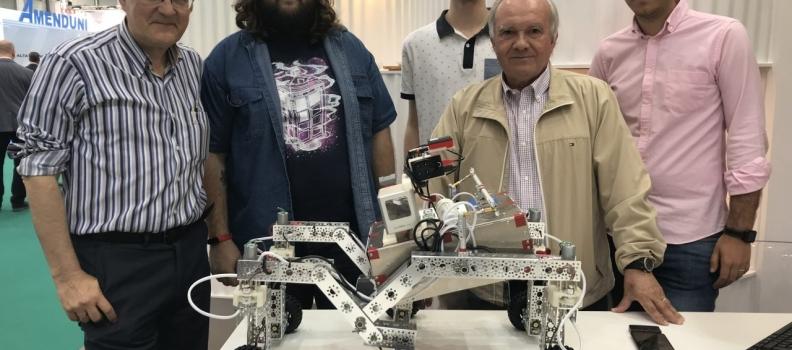 La Universidad de Jaén presenta en Expoliva un prototipo de robot para agricultura de precisión en el olivar