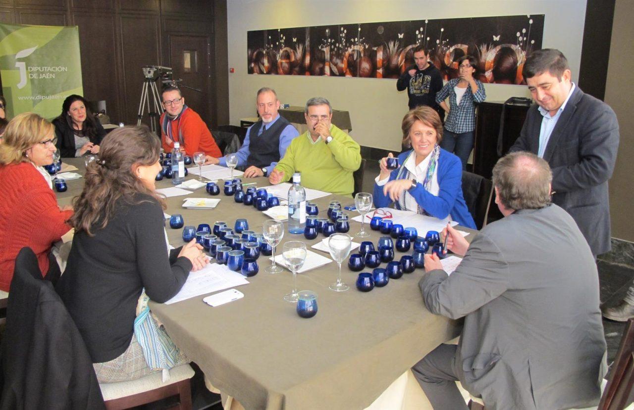 Cinco aceites de oliva de la variedad picual, un arbequina, un royal y un ecológico obtienen el distintivo de calidad Jaén Selección 2014