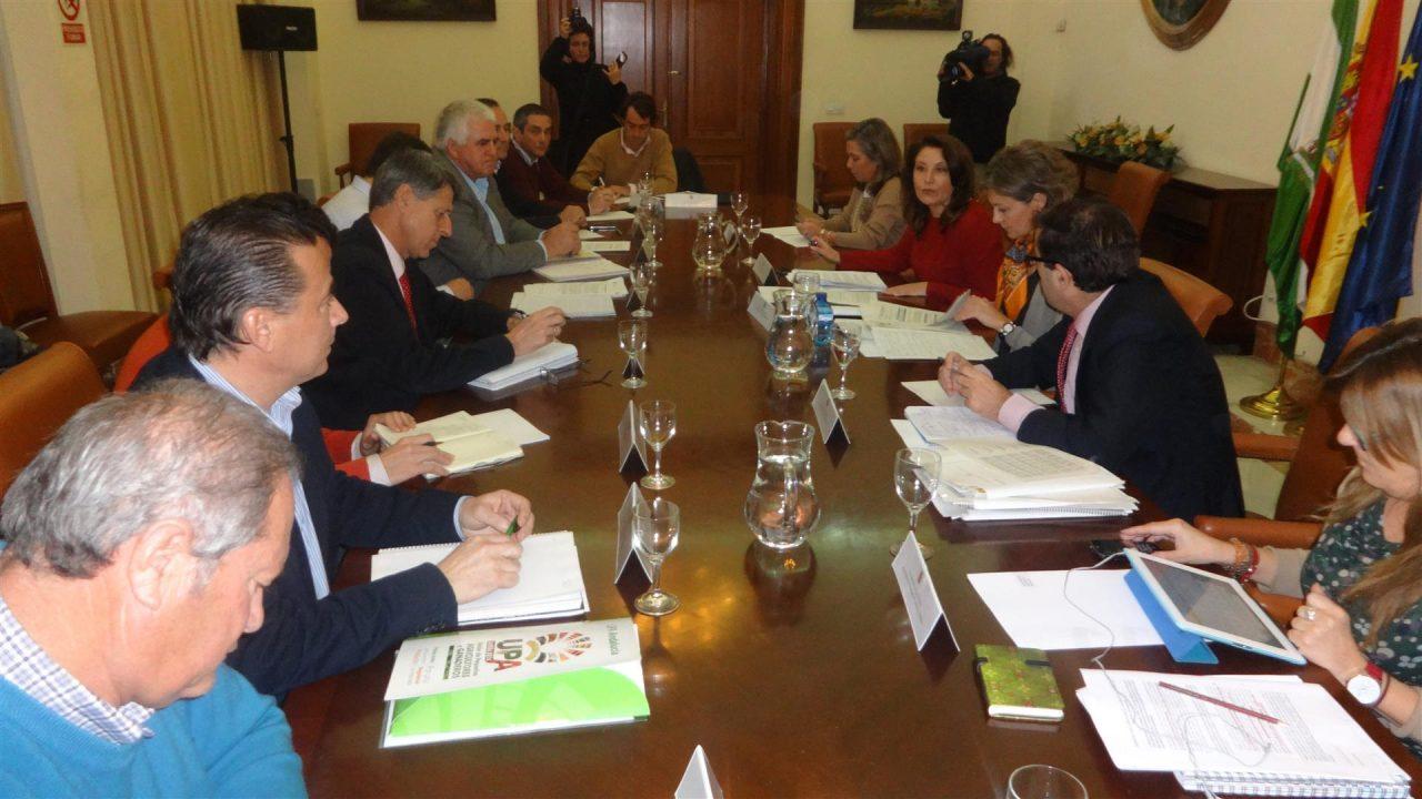 García Tejerina dice que los intereses de los agricultores y ganaderos andaluces «están salvaguardados» con la nueva PAC