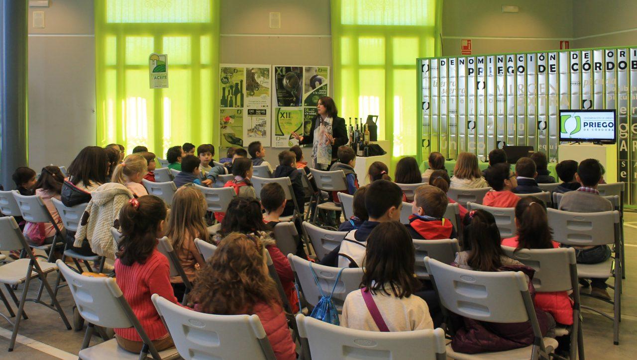 La DOP Priego de Córdoba abre el plazo de la escuela de cata para niños