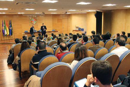 Universidad y Diputación de Jaén informan a egresados universitarios sobre el programa de apoyo a la inserción laboral en cooperativas oleícolas