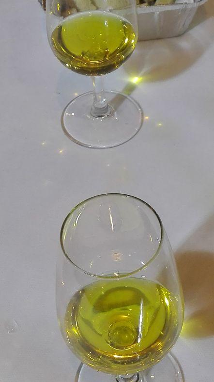 Los precios del aceite de oliva en origen se mantienen estables en los tres euros el kilo