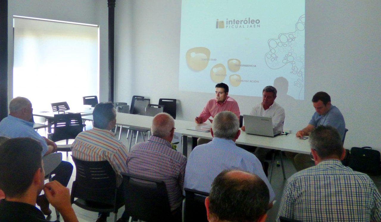 Jornada en Alcalá la Real sobre el modelo de concentración de la oferta oleícola de Interóleo