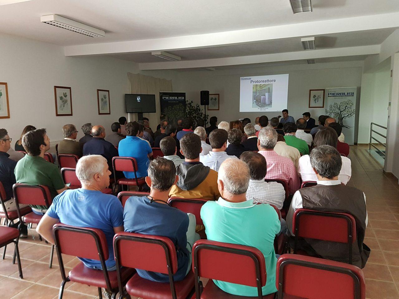 Pieralisi presenta en Portugal sus últimas novedades para la próxima campaña oleícola