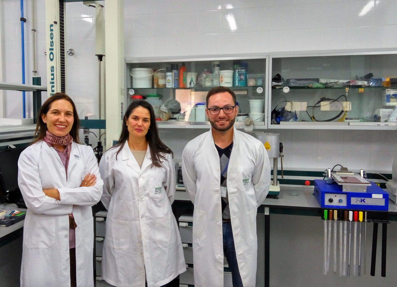 Desarrollan un bioplástico con propiedades mejoradas gracias al uso de restos de poda de olivar